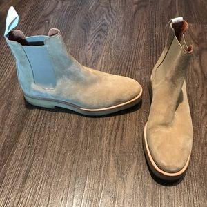 Perfect condition common projects boots